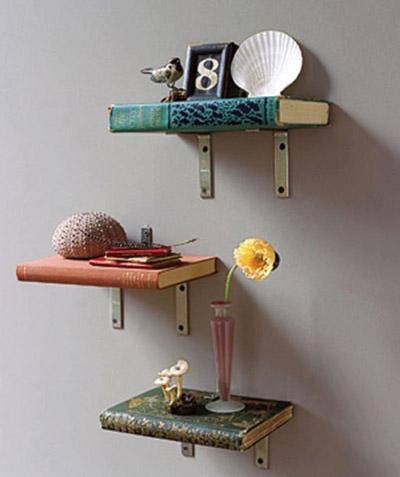 Với chiếc kệ độc đáo này, bạn tha hồ đặt những vật trang trí và những cuốn sách yêu thích.